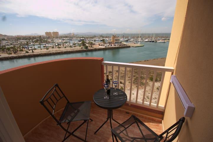 Luminoso apartamento de dos dormitorios con vistas al Puerto