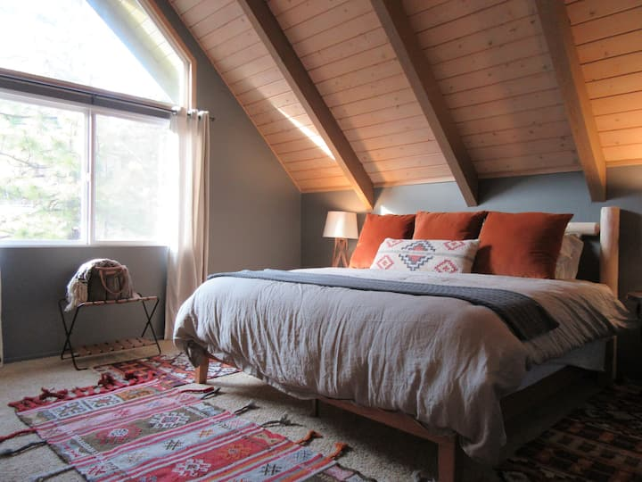 Comfy Mountain Cabin for 8