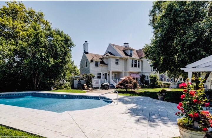 Beautiful Beach House with pool