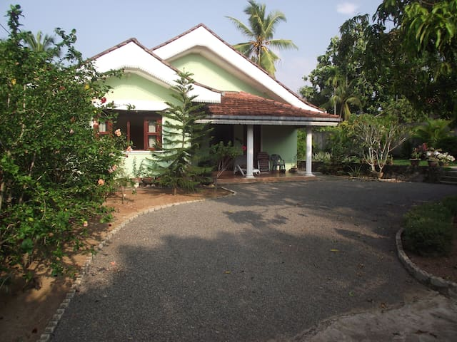Quiet, self-catering cottage, pool, beach 1km - Magonna