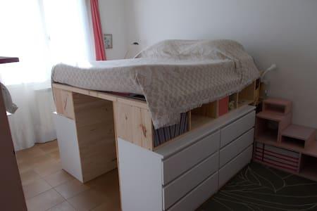 Chambre au calme - Montescot