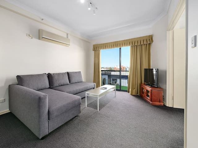 Superior Apartment 2-Bed sleeps 6, WiFi & Parking
