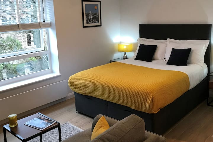Superior Studio Apartment in Clifton, Bristol