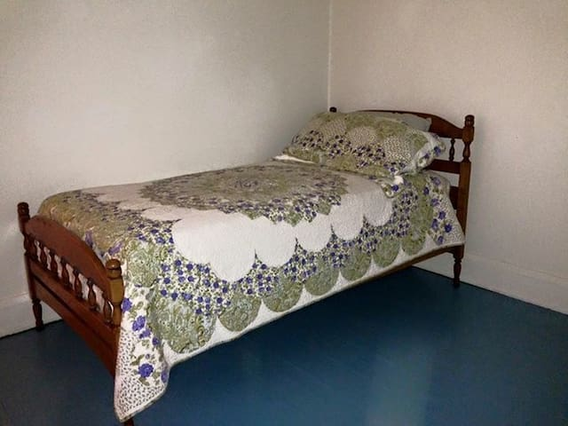 Rockford Bungalow - Guest Room