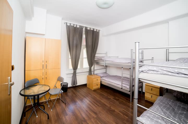 Pokój 4-osobowy - Max Berg Hostel