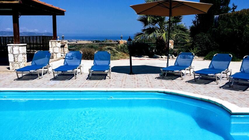 Villa Mimosa. Spectacular views. 10 mins to beach