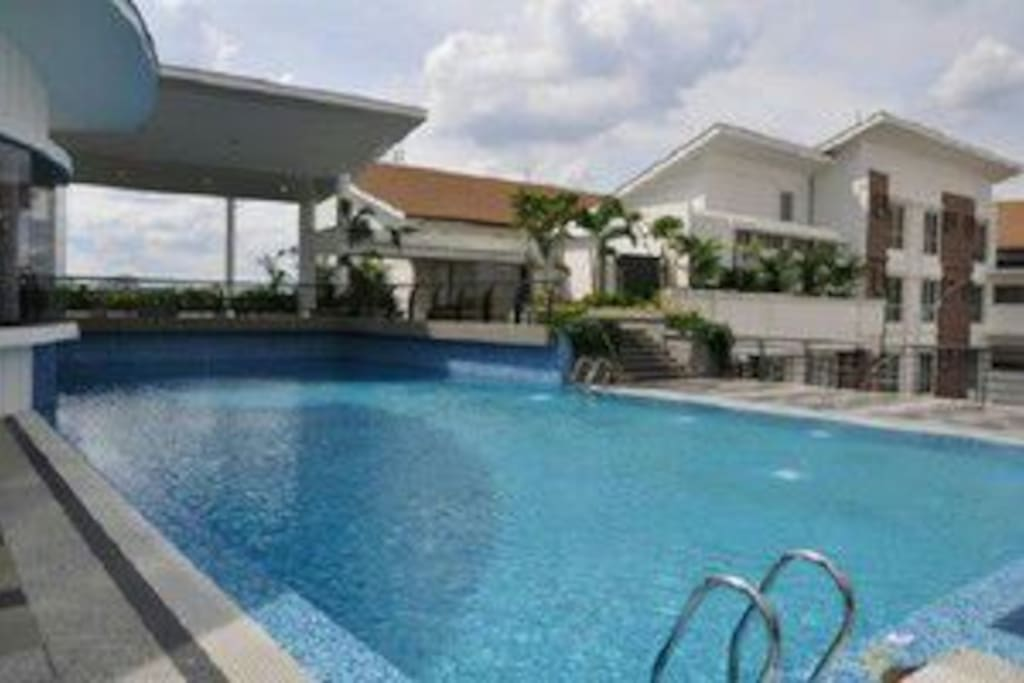 Swimming pool and gym at 7th floor