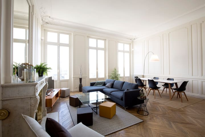 HEART OF BORDEAUX 4 bedrooms with view + PARKING