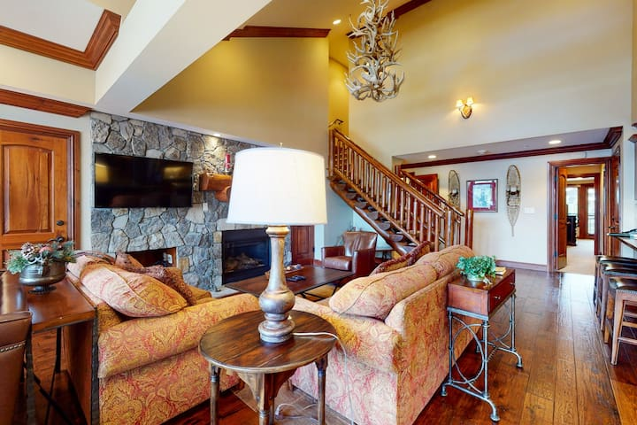 Ski-in/ski-out in Lionshead Village w/ mountain views & shared pool & hot tubs