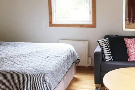 Neat guestcabin on small horse farm - Bollebygd Ö - Guesthouse