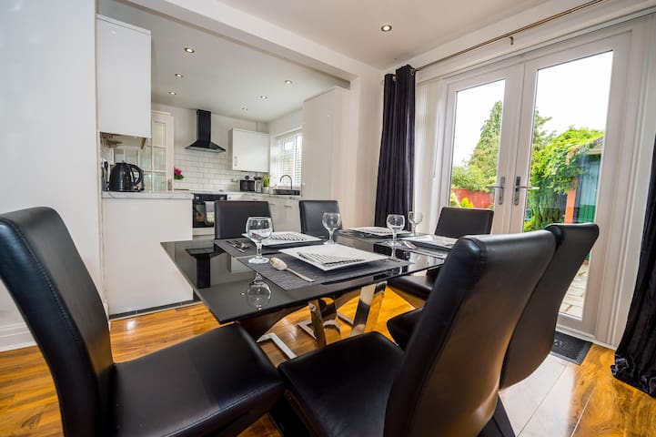 Luxury & Spacious Modern 3-Bed Liverpool House