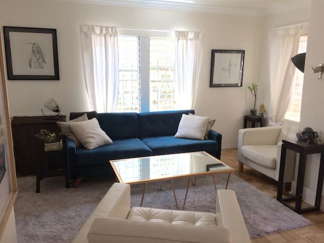 Charming 1 bed Hollywood Bungalow