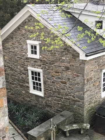 1700s Stone Guest House at Stadt Ende Farm