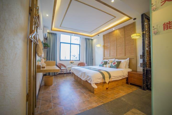 卧室1床1.8米宽