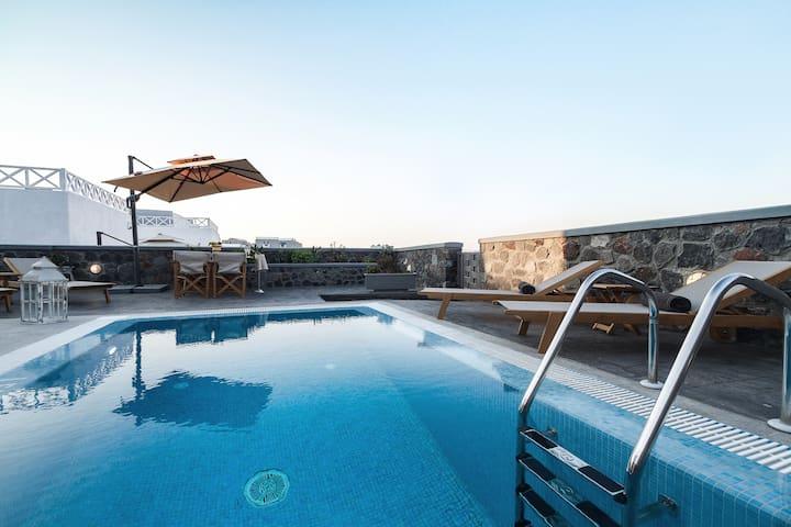 luxury  Home with pool  in akrotiri santorini