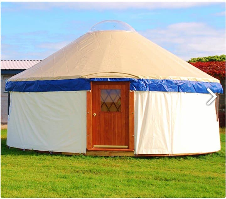 Cosy Yurt with log burner and fire pit