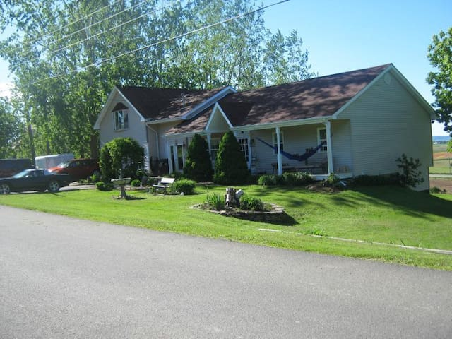 ACACIA VILLA VACATION HOME - Grand Pre (Hortonville) - House