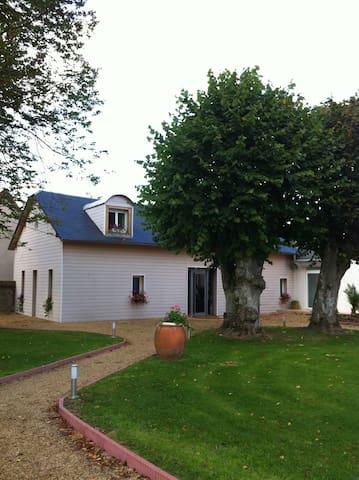 le petit manoir chambres d'hôtes (suite parentale) - Farceaux - Guesthouse