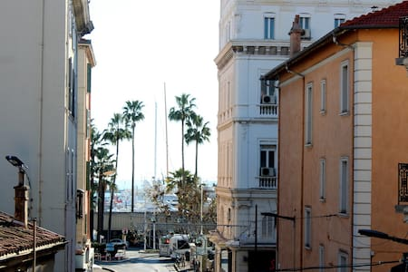 RENOVATED / CENTER OF CANNES /200M FROM THE PALAIS - Cannes