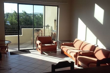 Somerset West luxury top floor apartment bedroom - ケープタウン