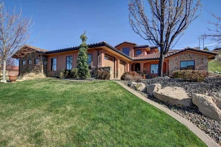 Custom-built Newer Home With Old World Charm - Boise - Ev