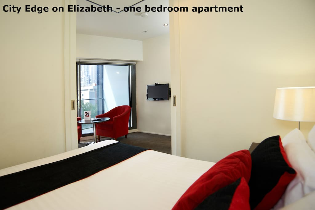 City edge cozy one bedroom apartment in cbd 2 serviced - 2 bedroom apartments melbourne for rent ...