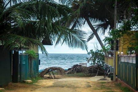 Siripada 100m to beach House - Hikkaduwa
