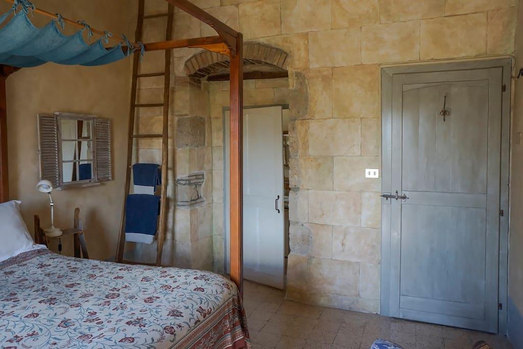Podere Montecucco, 4-poster bedroom