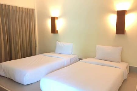 A single bed or twin bed room in a Lakeview Resort