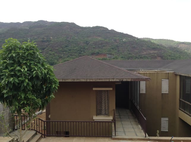 3 Bedroom Luxurious Villa with Hill and Lake View - Lavasa - Casa