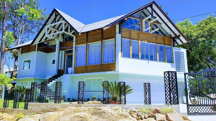 Maravilhosa casa no costão, natureza esplêndida