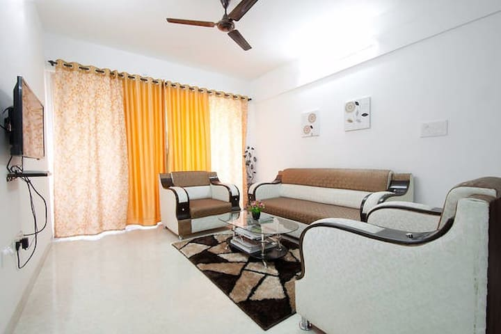 Pvt.Room in a 3 bedroom in kurla Bandra Sion Parel