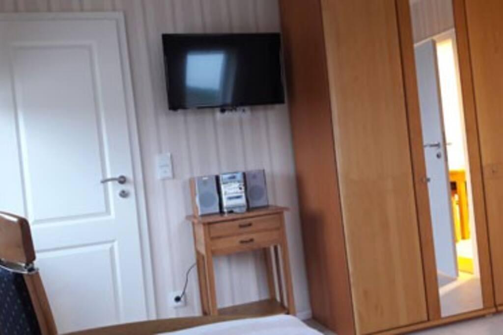 Einzelzimmer Ansicht Tür zum Duschbad