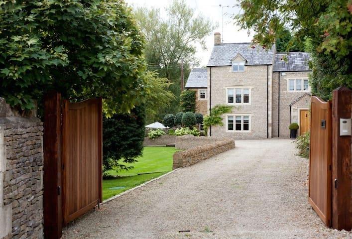 Pear Tree Cottage (Oddington)
