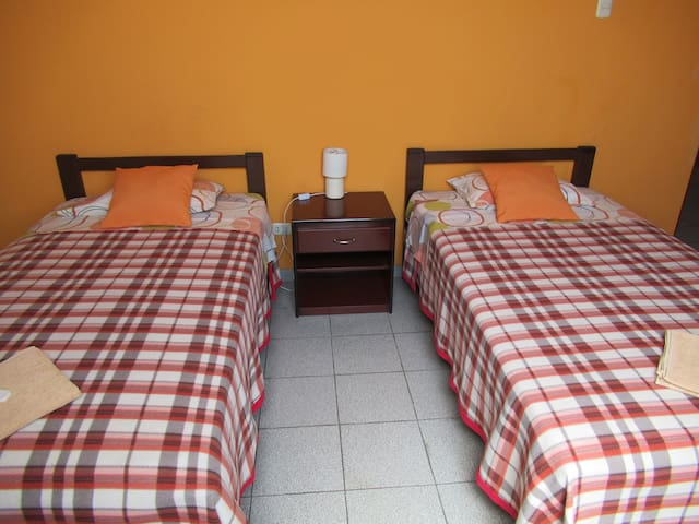 Twin Room just 5 minutes Lima Airport