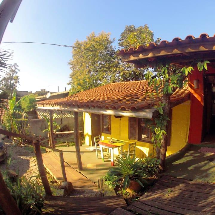 El Punto Surf House, Hostel & Bar / Casa Amarela