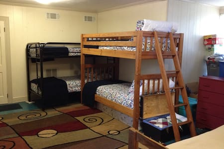Upstairs Room with Five Twin Beds - Gainesville