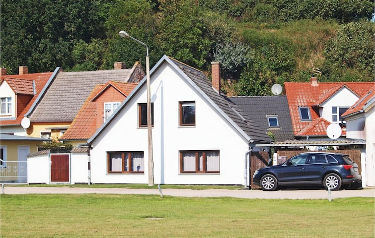 Holiday cottage with 4 bedrooms on 110 m² in Kamminke