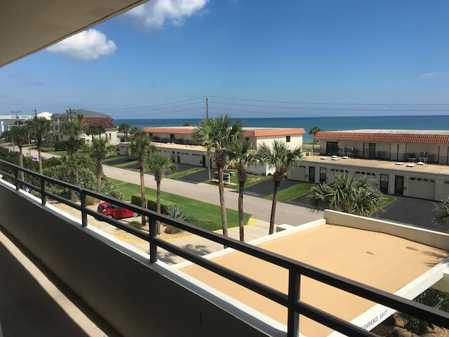Comfy Beach Front Condo With Amazing View - Flagler Beach