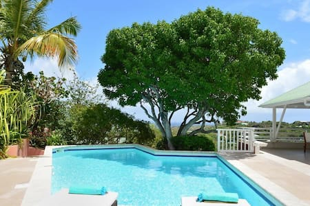Caribbean Style Villa offers Amazing Views of the Lagoon and Islands, Swimming Pool, Free Wifi