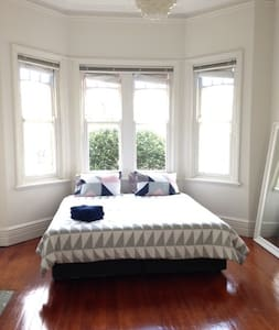 Neutral Bay -2 min walk to the ferry into the City - Neutral Bay - Apartment
