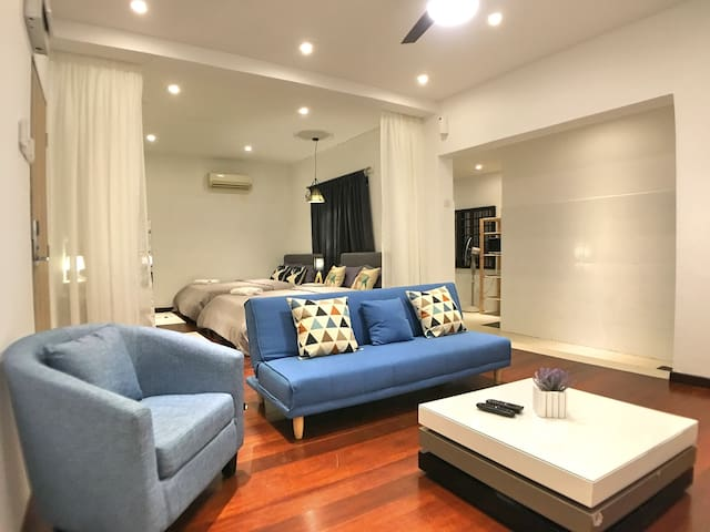 Superior 1-Bedroom Gurney Suites 4-6 Pax (iBook8)
