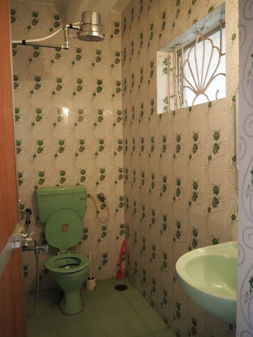 En-suite bathroom with hot shower