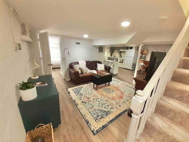 Bohemian basement apt in Serene Glen Allen home