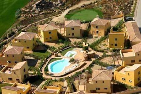 Private villa in an exclusive golf resort - Cuevas del Almanzora