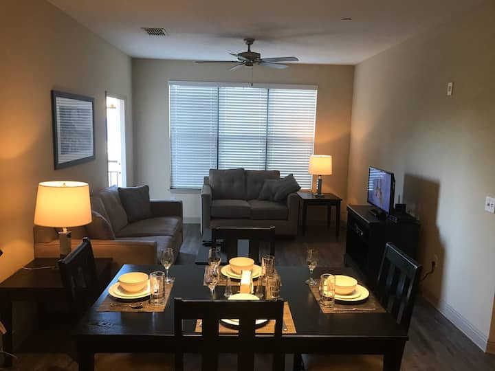 Two bedroom close to Universal & I-Drive!