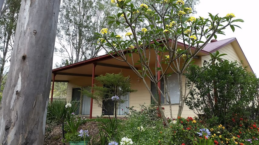 """The Cottage""  (Country Road) - Palmwoods - House"