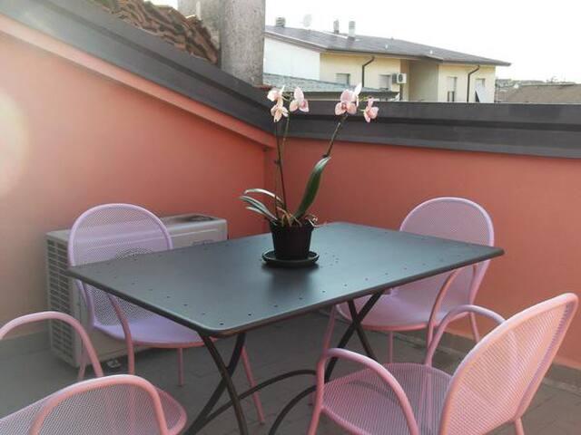 Graziosa mansarda con ingresso indipendente - Piacenza - Bed & Breakfast