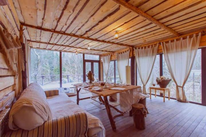 Спа-домик с баней и джакузи на берегу реки