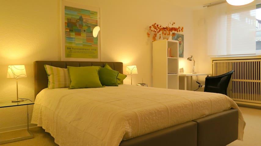 Schlafzimmer/ Doppelbett